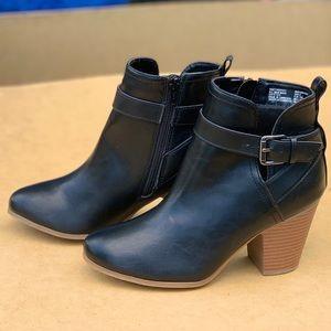 Ladies Ankle Strap Boots Memory Foam Black Shoe